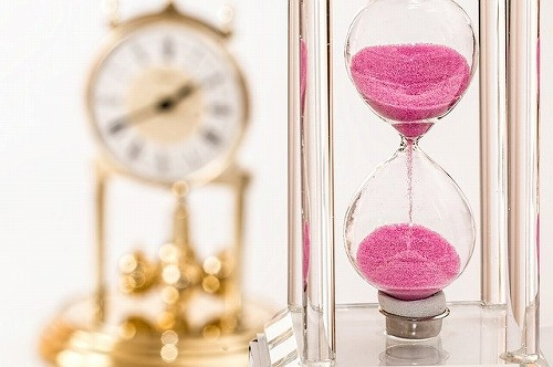 s hourglass 1703330 640 - 不況の今こそ起業のチャンス!小さな複業からスタートしてみない?