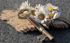 s key 3087898 640 300x185 - s-key-3087898_640