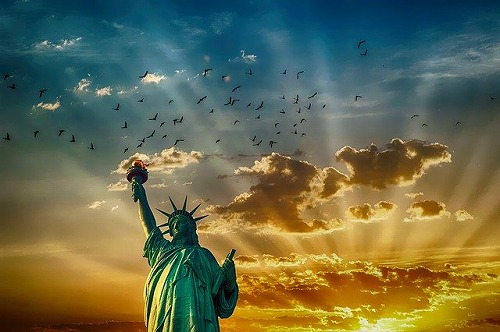 s statue of liberty 2501264 640 - 映画「ワーキングガール」のあらすじ!張り合い精神は成功の秘訣?