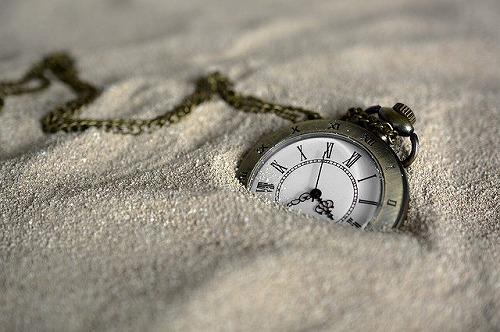 s pocket watch 3156771 640 - いつか起業したい!いつか独立したい!…「いつか」は永久にやって来ない?